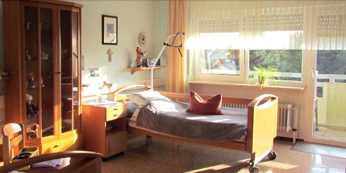 Großzügige Zimmer im Altenheim Losheim am See, Haus Weiherberg